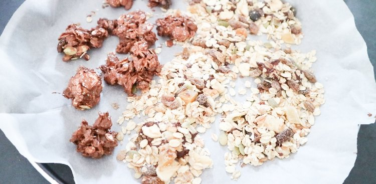 Knapperige chocolade muesli bites