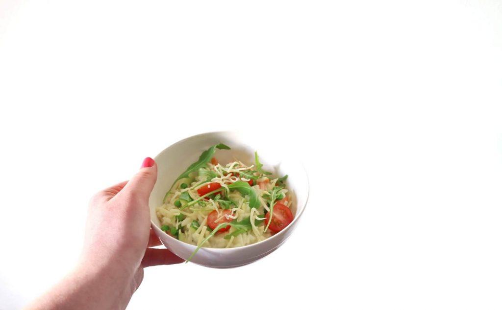 Vegetarische risotto met champignons en doperwten