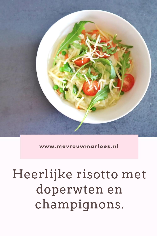 Vegetarische risotto met doperwten en champignons