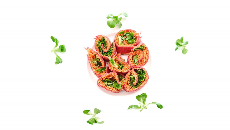 Veganistische bietenwraps met hummus